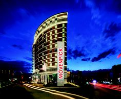 Aritecture of Mövenpick Hotel Ankara pays tribute to Nazar Boncuğu – the eye-shaped amulet traditionally worn to ward off evil.
