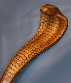 Free Wood Patterns for Carving Walking Sticks image search results Hand Carved Walking Sticks, Wooden Walking Sticks, Walking Sticks And Canes, Walking Canes, Wood Carving Designs, Wood Carving Patterns, Wood Carving Art, Wood Patterns, Wood Art