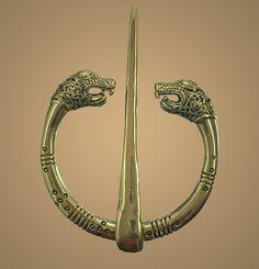 Oseberg Ring CLOAK PIN Bronze Viking Brooch Replica by seller Pagania on Etsy (sold, ask for custom made one? Ancient Vikings, Norse Vikings, Viking Reenactment, Viking Culture, Viking Life, Celtic Art, Medieval Clothing, Viking Jewelry, Fantasy Jewelry