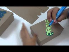 Cajas personalizada con marcador decoradas con moños en cinta - YouTube Fathers Day Pictures, Diy And Crafts, Gift Wrapping, Lettering, Floral, Youtube, Cupcakes, Ideas, Stickers