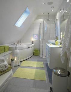 På golvet ljusgrå matt klinker, 45x45 centimeter, och på väggarna vitt kakel i storleken 30x60 centimeter, från Stensätt i Linköping