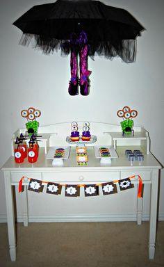Great Halloween table decor