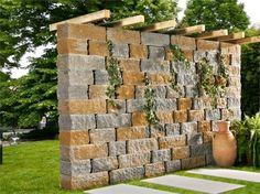 Mur décorative et pergola en pierre naturelle et bois