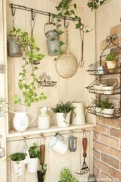 Pretty shed interior Garden Projects, Garden Tools, Garden Sheds, Dream Garden, Home And Garden, Deco Champetre, Shed Interior, Greenhouse Plans, Outdoor Greenhouse