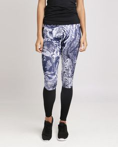 Dress for a challenging session at the gym or some serious trail prep and don the Fifth Element Matrix Sport Leggings. The leggings feature an intricate blue and white matrix pattern with black elasticated detailing over the calves and on the hips, giving the leggings a futuristic feel.Features:Blue and white patternElasticated waistbandBlack panelled detailingSlim fit