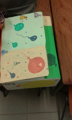 Ballonnen doos, stop wat in de ballonnen zoals veren, snippers papier,... zintuiglijke ontwikkeling