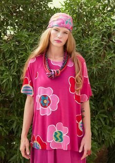 Dare to be colorful in this large-patterned printed jersey top. Fun, slightly wider style with raglan sleeves. Delightful to wear with solids or to mix and match with any other pattern in matching colors.