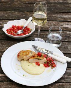 Kylling med tomatsalsa og blomkålpure - Nachgemacht Frisk, Camembert Cheese, Dairy, Recipes, Food, Meals, Yemek, Recipies, Eten