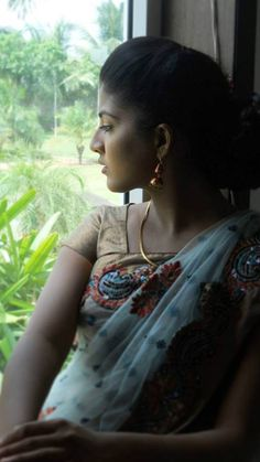 Cute Beauty, Abs, Hoop Earrings, India, Jewelry, Fashion, Atelier, Moda, Crunches