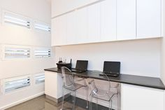 Built in desk with overhead cupboards, what I am after just in a style that would suit a Californian bungalow home Built In Desk, Built Ins, Study Office, Home Office, Study Nook, Bungalow Homes, Study Areas, Corner Desk, Inspiration