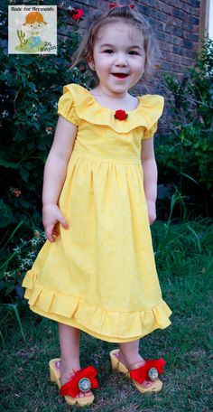 Beauty and the Beast Belle Dress Disney by madeformermaids on Etsy, $44.00... Inspiration for the bodice for a princess costume.