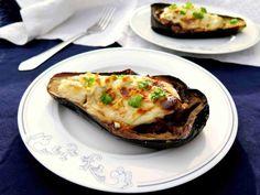Řecký plněný lilek s mletým masem MELITZANES PAPOUTSAKIA - Ochutnejte svět Baked Potato, Potatoes, Baking, Ethnic Recipes, Food, Diet, Fine Dining, Potato, Bakken