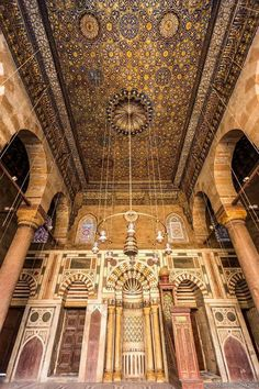 Sultan Barqooq Masjid & school - old Egypt Religious Architecture, Chinese Architecture, Classical Architecture, Art And Architecture, Old Egypt, Ancient Egypt, Egypt Information, Mecca Madinah, Egypt Travel