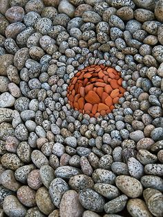 Land Art, Creations in Nature by Dietmar Voorwold Land Art, Pebble Mosaic, Pebble Art, Pebble Stone, Art Environnemental, Art Et Nature, Art Pierre, Ephemeral Art, Rock Sculpture