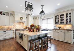 Antique White Kitchen. Kitchen with antique white cabinet. Antique White Kitchen Cabinet. #AntiqueWhiteKitchen CR Home Design K&B (Construction Resources).