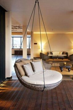 Un salon cosy avec un fauteuil suspendu A cozy living room with a hanging chair Cozy Living Rooms, Living Room Decor, Bedroom Decor, Living Room Hammock, Deco Design, Design Salon, Dream Rooms, My New Room, Home Interior Design
