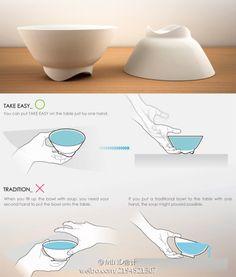一般而言,碗底總是與桌面貼合,所以拿碗的時候你不得不把碗傾斜,從碗底伸進手指後才能把碗托起來。設計師Cheng-Wei Wang 和 Jiuan Mau Tzeng帶來的這款碗的碗底呈漂亮的波浪型狀,不僅美觀,還可以輕易的把碗拿起或放下,看起來簡單,卻很實用,可謂真正從生活出發並真正服務於生活。