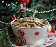 Jak zrobić #łazanki z kapustą i grzybami? #Wigilia Christmas Eve, Xmas, Christmas Ornaments, Polish Recipes, Polish Food, Good Food, Yummy Food, Holiday Recipes, Christmas Recipes