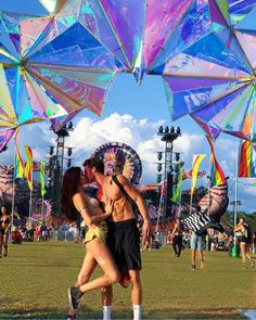 Photo Poses For Couples, Cute Couples Goals, Couple Goals, Lollapalooza, Couple Outfits, Rave Outfits, Rave Couple, Coachella, Tomorrowland Festival