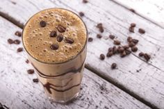 Here are coffee recipes to beat the heat this summer. Give these quirky recipes a shot and enjoy coffee in a whole new avatar Yummy Smoothie Recipes, Smoothie Drinks, Healthy Smoothies, Healthy Drinks, Healthy Snacks, Diet Recipes, Easy Recipes, Silk Almond Milk, Smothie