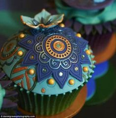 Holy smokes...this is beautiful!  i wouldn't be able to eat this, I don't think.  :P