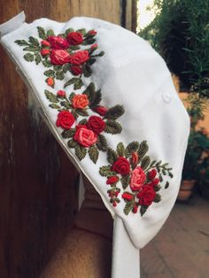 Handmade Embroidery Designs, Hand Embroidery Patterns Flowers, Embroidery On Clothes, Embroidery Flowers Pattern, Creative Embroidery, Embroidery Kits, Ribbon Embroidery, Cross Stitch Embroidery, Bone Bordado