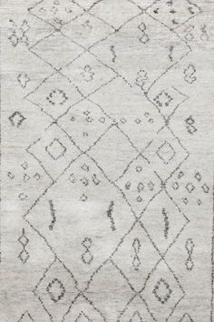 SKU :  TR-040Material : WoolDimension :120 X 180 CM ( 4'x6' )Thickness approx: 15MM Weave : Hand KnottedApprox 55800 Knots per m²