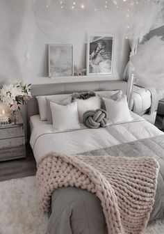 20 Inspiration Small Bedroom Design Ideas how to decorate sm. 20 Inspiration Small Bedroom Design Ideas how to decorate small apartment, smal Modern Master Bedroom, Small Room Bedroom, Home Decor Bedroom, Diy Room Decor, Master Bedrooms, Teenage Bedrooms, Contemporary Bedroom, Small Bedrooms, Cozy Bedroom