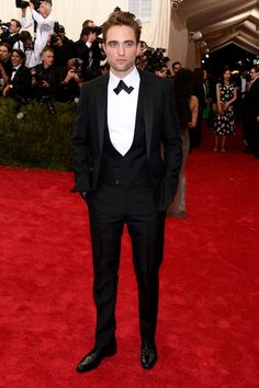 Pin for Later: The Must-See Eye Candy From the Met Gala Robert Pattinson