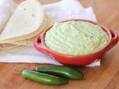 Dip Botanero Picosito | El dip perfecto para acompañar una botana o incluso untar a los sándwiches. El sabor picosito es excepcional, y lo mejor es que es sumamente fácil de hacer.