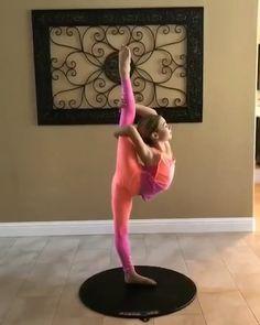 Brilliant Kennedy Turning on - Dance Acro Dance, Dance Choreography, Dance Poses, Ballet Dance Videos, Ballet Dancers, Dance Moms Videos, Dance Music Videos, Amazing Gymnastics, Gymnastics Videos
