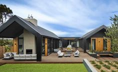 Dea and Darren Modern Small House Design, Modern Barn House, Modern Bungalow House Plans, House Roof, Facade House, House Exteriors, House Cladding, Modern Farmhouse Exterior, Shed Homes