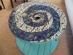 DIY Repurposed Reel Mosaic Table – The Owner-Builder Network Wire Spool Tables, Cable Spool Tables, Cable Spools, Mosaic Diy, Mosaic Tiles, Mosaic Glass, Mosaics, Mosaic Projects, Wood Projects