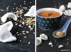 Asiatische Reissuppe mit Hühnchen