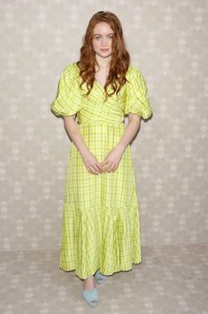 Sadie Sink Photos - Sadie Sink attends the Kate Spade New York Arrivals during New York Fashion Week at Elizabeth Street Gardens on September 2019 in New York City. - Kate Spade New York - Arrivals - September 2019 - New York Fashion Week Sadie Sink, Elizabeth Street, Bobby Brown, New York Fashion, Kate Spade, Celebrity Style, Celebs, Celebrities, Short Sleeve Dresses