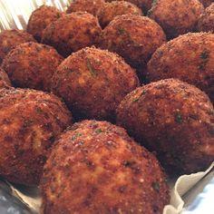 Ridgewood market tonight ! Who's coming ? #arancini #riceballs #traditional AND #nonTraditional #homemade #handmade #freshtoOrder #madeWithLove #queens #statenisland #foodie #foodporn #goodeats #nom #italianfood #delicious #truffles #leahsitalianapples #sicilian #deepfried #goldenbrown #notyourNonnas #reinventingRiceballs #supportLocalBusiness #followyourdream #cheesy #eeeeeats #catering #foodilysm #fuckthatsDelicious