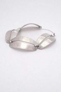 Scandinavian Modernist and midcentury silver designer jewelry. Silver Jewelry Box, Silver Necklaces, Sterling Silver Bracelets, Silver Earrings, Earrings Uk, Vintage Jewelry, Silver Rings Online, Silver Rings With Stones, Ring Verlobung