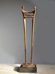 Bronzen beeld van beeldend kunstenaar Ragonda IJtsma kijk op www.ragondaijtsma.nl voor meer beelden binnen het thema relatie. #bronzen #beeld #kunst #sculptuur #brons