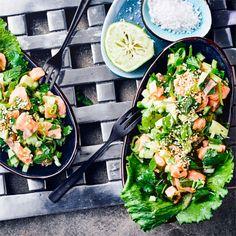 ischsalat aus mariniertem Fisch, Gurke, Avocado und geröstetem Sesam - unsere Lachs Ceviche! #ceviche #avocado #lachs #edeka