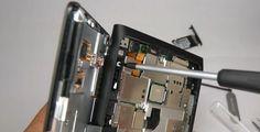Nokia Lumia 900, cambio de pantalla y batería http://www.aplicacionesnokia.es/nokia-lumia-900-cambio-de-pantalla-y-bateria/  [VIDEO]