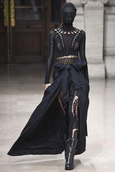 A.F. Vandevorst Spring 2016 Ready-to-Wear Fashion Show