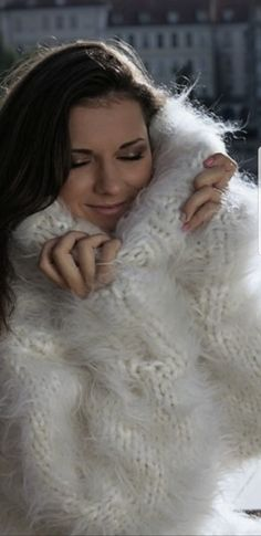 Lover of fur, mohair, angora and other fluffy sweaters. Thick Sweaters, Cardigan Sweaters For Women, Women's Sweaters, Cardigans, Fluffy Sweater, Mohair Sweater, Gros Pull Mohair, Jumpers, Lingerie