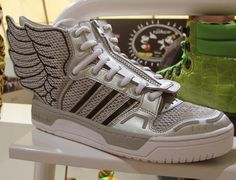 reputable site 52b49 2f365 Shoe by Jeremy Scott per Adidas Hipster Kid, Hipster Baby Clothes, Cool  Kids Clothes