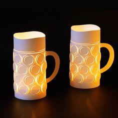 Bierkrug-Windlicht -  Hochwertiges Windlicht aus reiß- und wasserfestem Spezialpapier. Einfach zusammenfalten, Teelicht in die Mitte stellen, anzünden und entspannen. Die Windlichter sind immer im 2er Set gepackt.