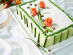 Savulohi-mummonkurkkuvoileipäkakku Wedding Cake Prices, Diy Wedding Cake, Buttercream Wedding Cake, Low Calorie Fruits, New Year's Cake, Cake Pricing, Sandwich Cake, Food Garnishes, Salty Cake