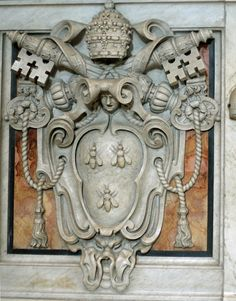 Barberini coat of arms on the bases of the Baldacchino