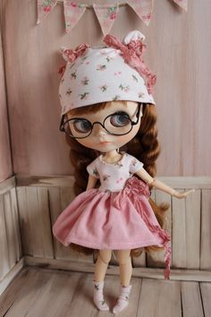 Beautiful OOAK Shabby Chic set for Blythe.  Handmade to fit Pure neemo S/M bodies. Will also fit fortune days/sweetiiger poseable bodies too. The bodice is made from stretch jersey fabric so will accommodate the bigger busted body.   Pretty, pink floral jersey bodice with a pink corduroy skirt. Vintage style crinkle ribbon tied in a bow, sewn onto the skirt. Pink floral hat & socks to match. Little hat has matching ribbon bows sewn onto each side. Dress fastens with a tiny snap button…