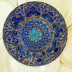 Скоро Новый год. И многие уже начади задумываться о подарках. Вот такую тарелку в новогоднюю ночь получит очаровательная девушка . Наполняйте каждый день яркими красками! #новыйгод #подарок  #подарокнановыйгод #подарок #myhobby #ceramics #узор #казань #татарстан #роспись #мусульманка #art #beautiful #handmade #decor #interior #decoration #islam #myart #islamart #design #kazan #handmade #winter #snow #2017 #plate #mandala #zendala #artsogram #justartspiration