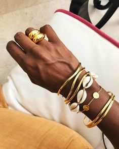 The simple jewelry trends that make any outfit look like this .- Die einfachen Schmucktrends, die jedes Outfit so aussehen lassen, 2019 The simple jewelry trends that make any outfit look so 2019 let - Fashion Trends 2018, Fashion Necklace, Fashion Jewelry, Ring Set, Simple Jewelry, Fine Jewelry, Jewelry Making, Cheap Jewelry, Jewelry Shop