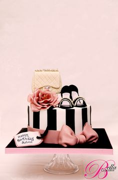 Trendy Birthday Cake Ideas For Adults Women Pretty Awesome Ideas - Birthday Cake Easy Ideen Bolo Chanel, Chanel Cake, Girly Cakes, Fancy Cakes, Pink Cakes, Shoe Cakes, Cupcake Cakes, Purse Cakes, Cupcakes